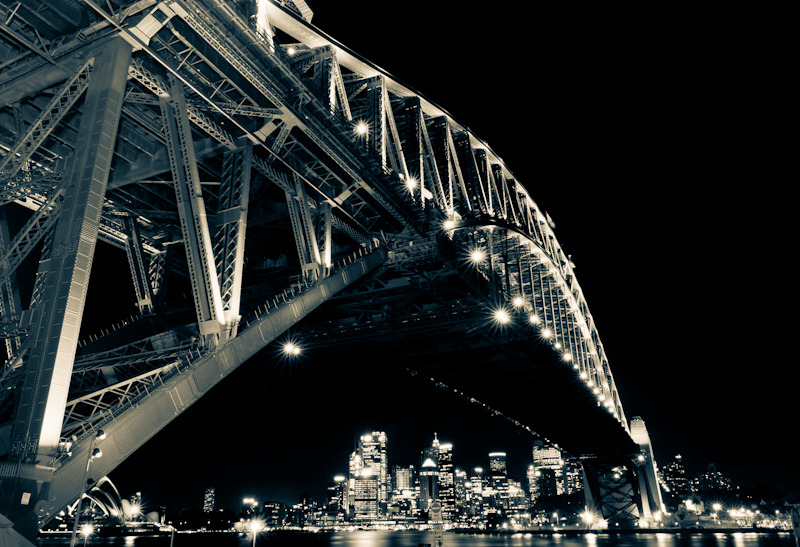 A stunning cityscape of The Harbour Bridge in Sydney, Australia by Finnish photographer Kimmo Savolainen.