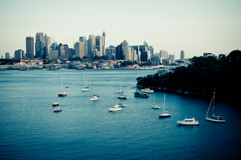 Sydney harbour and sailing boats. Ball's head reserve and Sydney photograph. Daytime landscape from Sydney, Australia by photographer Kimmo Savolainen.
